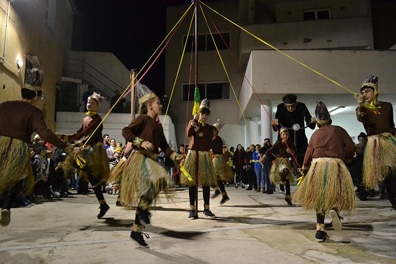 Els Indis Ballen A Crist Rei I Obren Un Precedent En Les Danses Tradicionals De Manacor