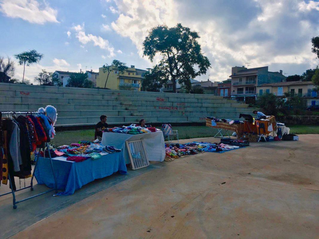 El Mercat De Segona Mà De Porto Cristo Continua A La Plaça Del Sol I La Lluna Cada Tercer Dissabte De Mes