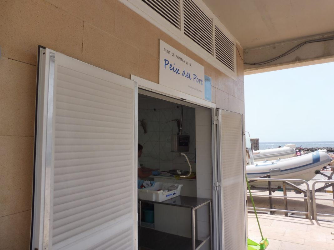 La Peixateria De Cala Bona, Un Reducte De Producte Fresc, Local I De Proximitat A La Zona