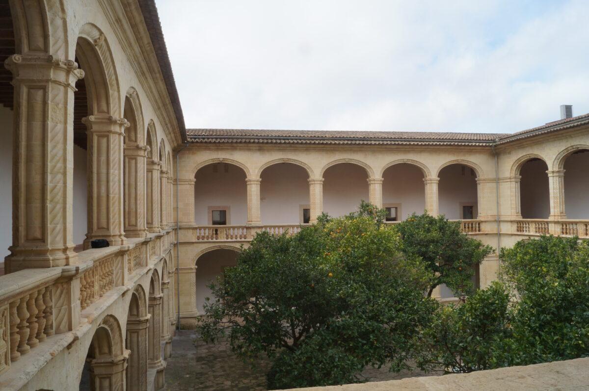El Claustre De Manacor, Versàtil I Diàfan (i III)