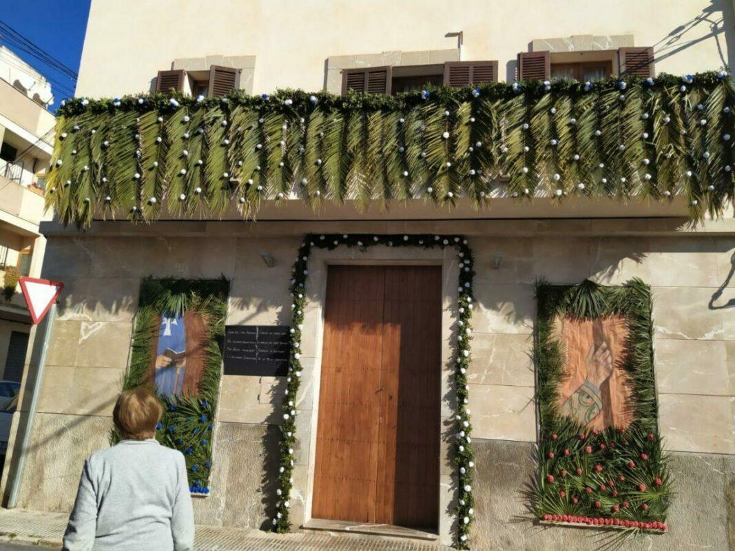 Polèmica Entre El Patronat I Els Amics De Sant Antoni Pel Concurs De Fotografia, Mostradors I Enramellat De Frontis