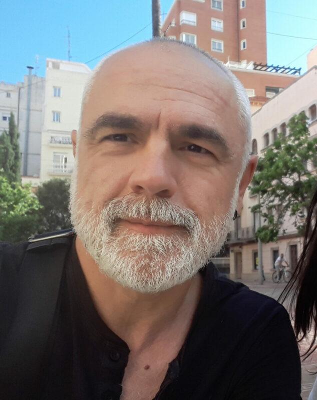 """""""És Un Poemari Que S'entén: Hi Ha Les Claus Perquè El Lector Puga Desxifrar El Missatge Del Poeta"""""""