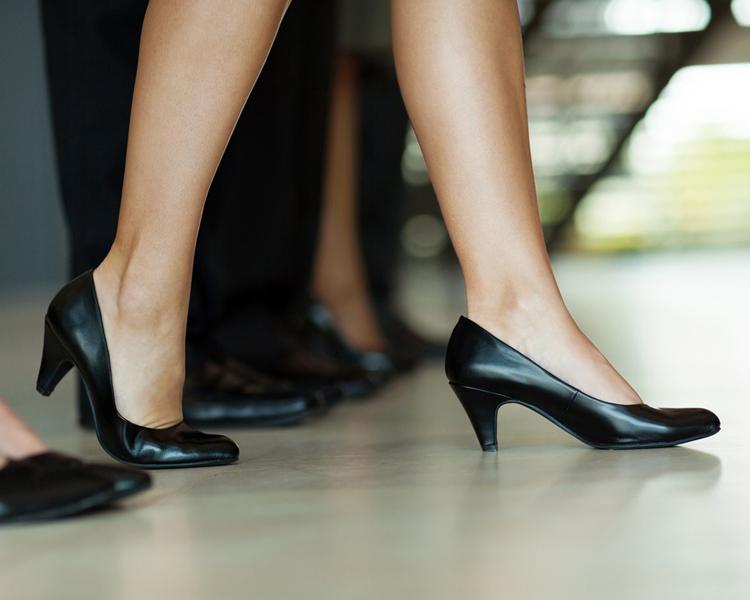 รองเท้าสีดำสุภาพ