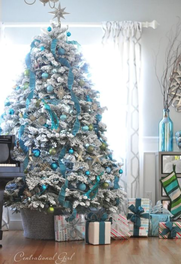 blue-and-white-christmas-tree