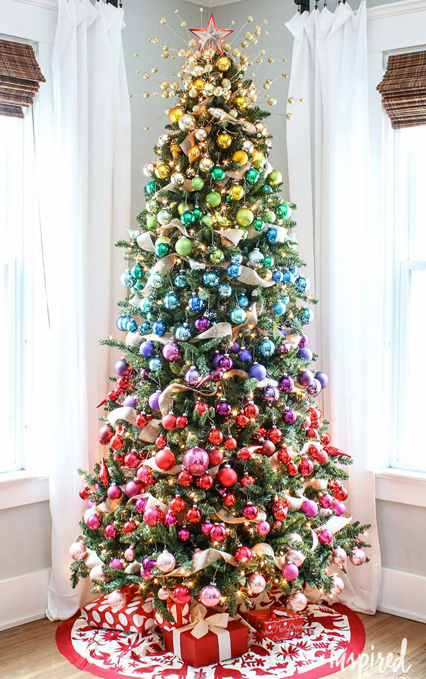 gradient-rainbow-christmas-tree