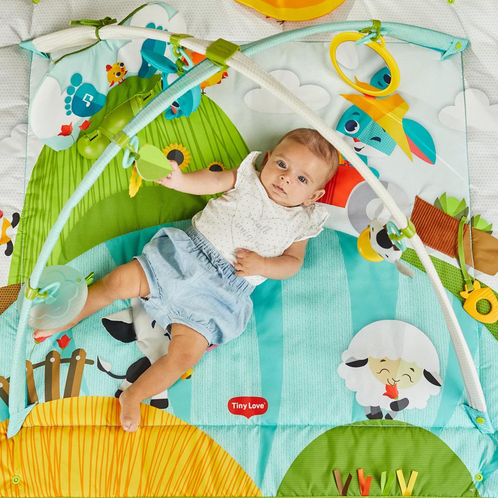 tapis d eveil bebe kick n play dans la ferme de tiny love sur allobebe