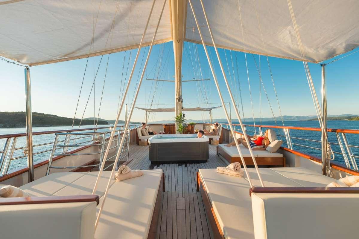 Image of SON DE MAR yacht #8
