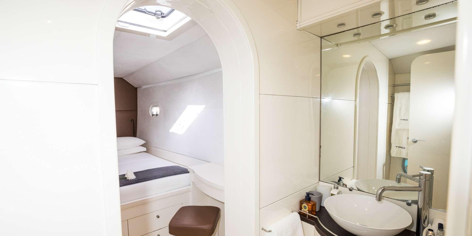 MAGIC CAT yacht image # 7