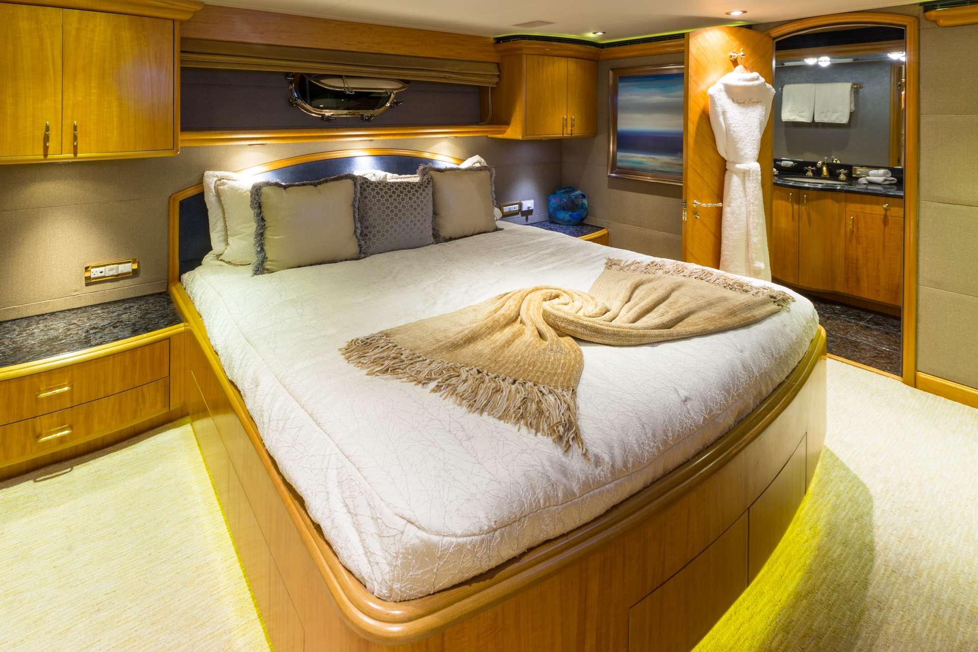 NICOLE EVELYN yacht image # 9