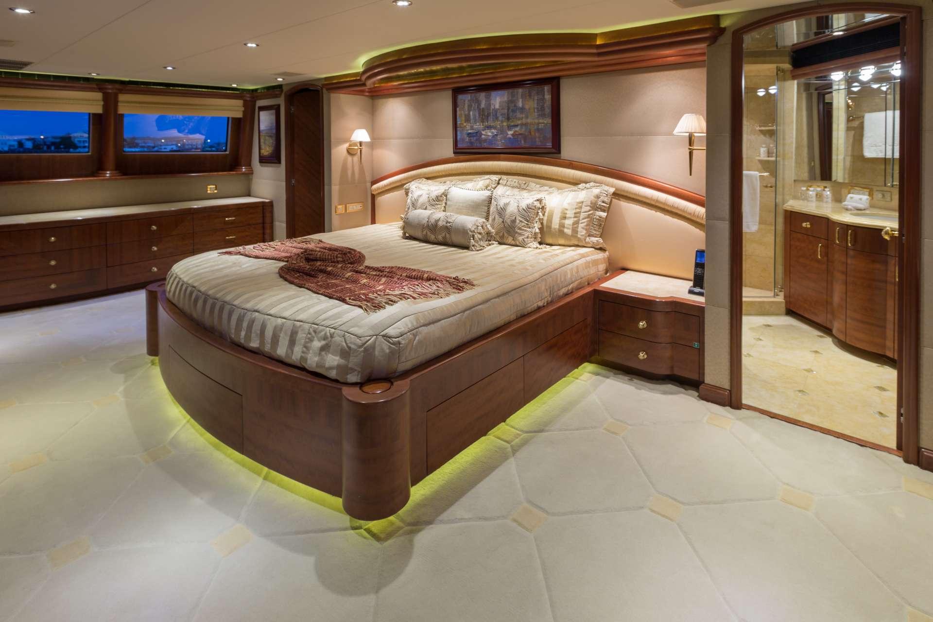NICOLE EVELYN yacht image # 6