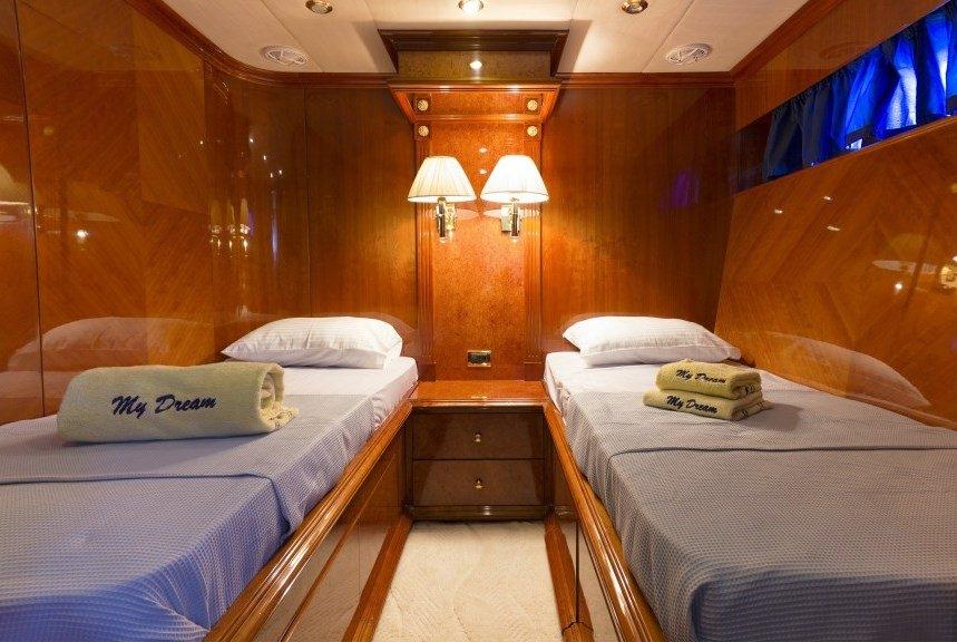 DREAM YACHT yacht image # 13