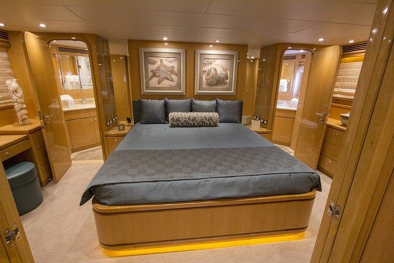 IRRESISTIBLE yacht image # 5
