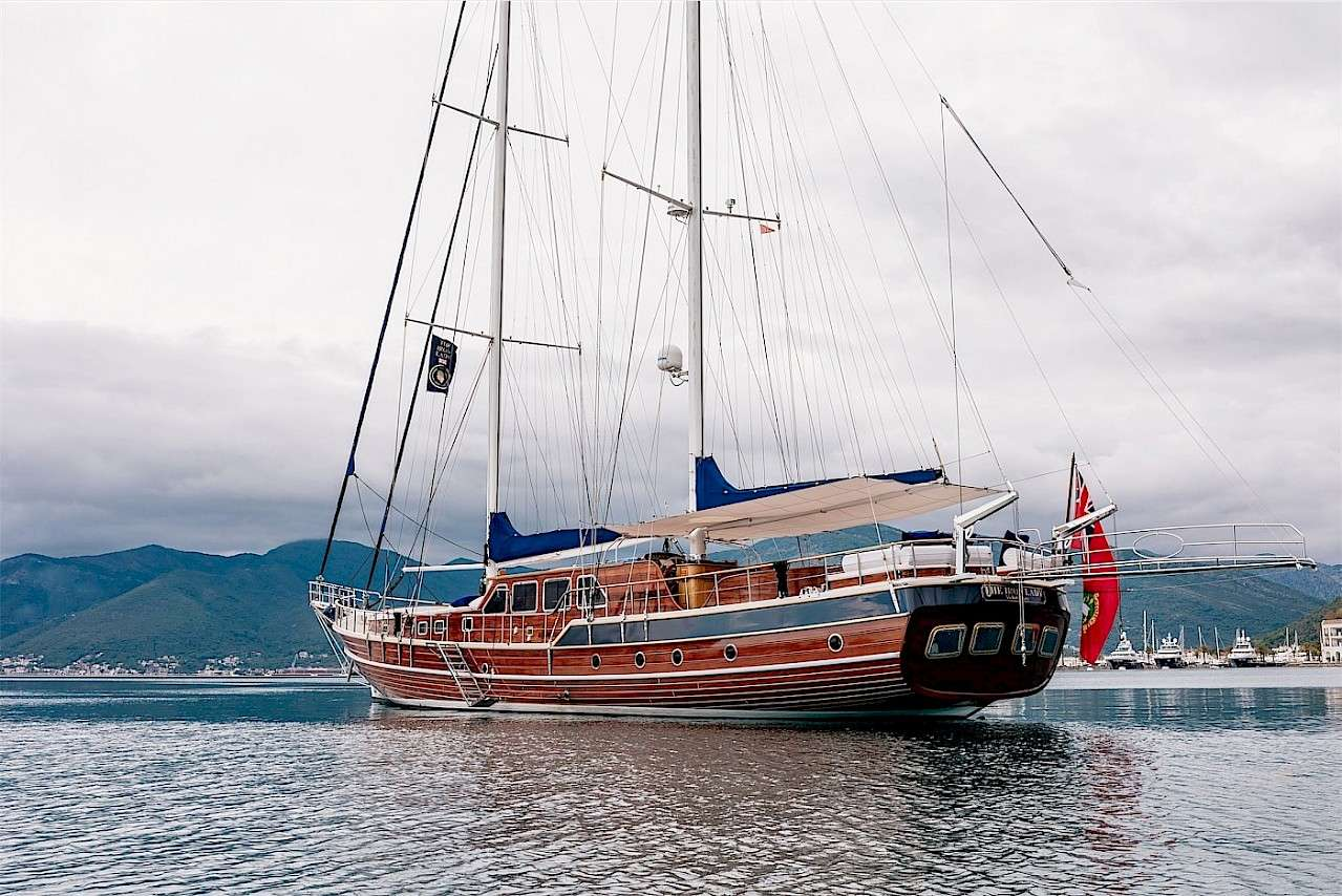 THE IRON LADY Select Yachts