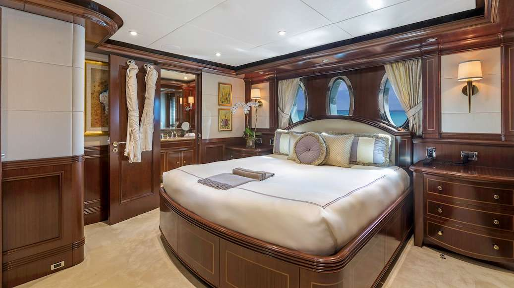 Image of SOVEREIGN yacht #8