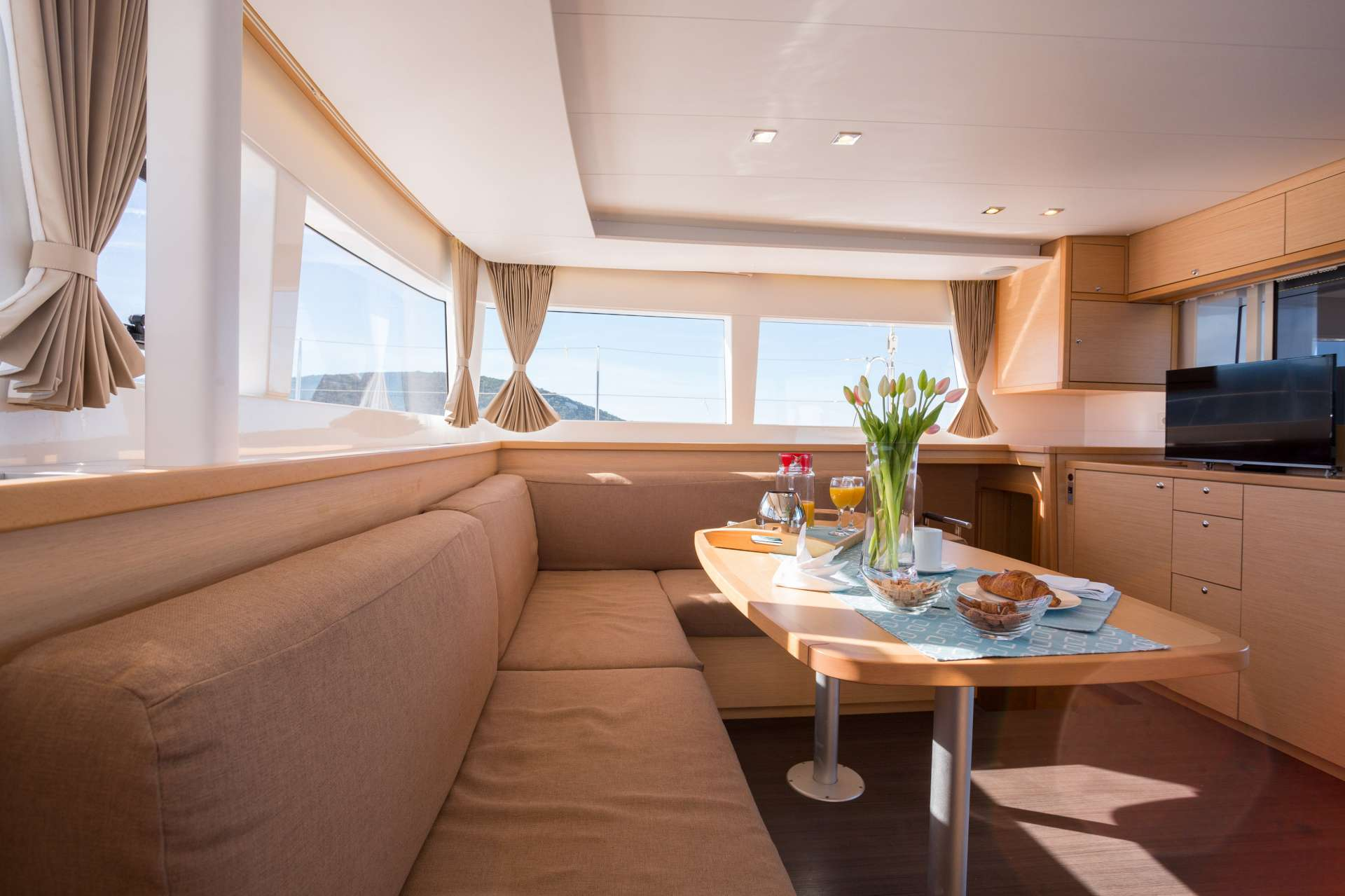 Image of Bright Moon yacht #4