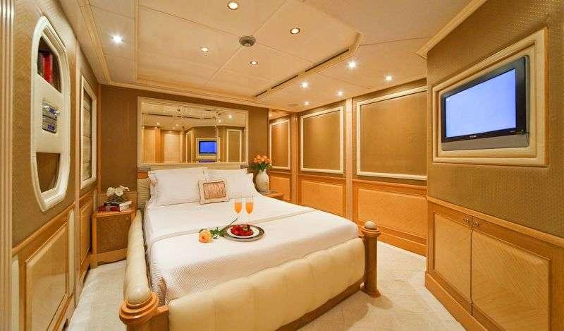 SENSATION yacht image # 8