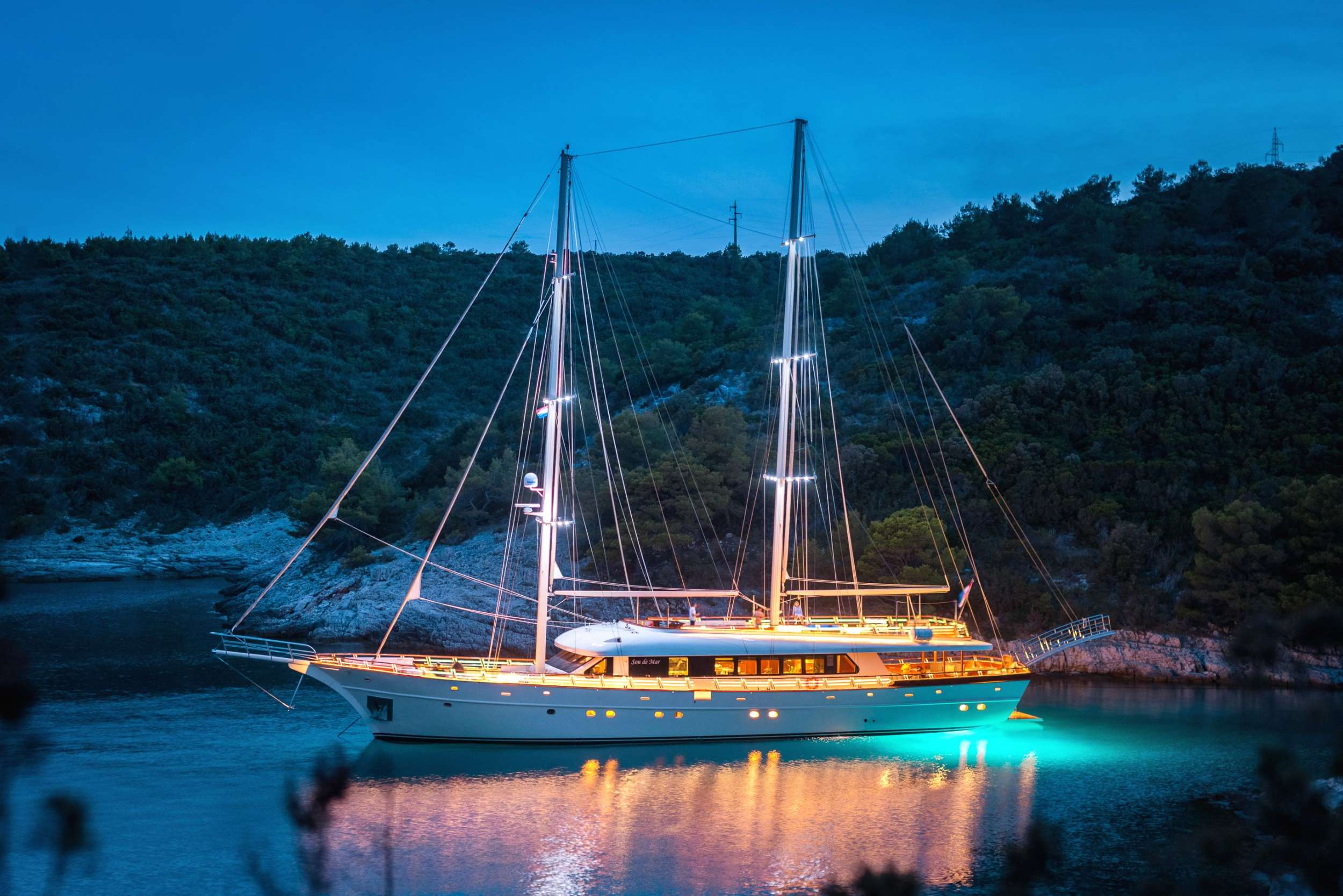 Main image of SON DE MAR yacht