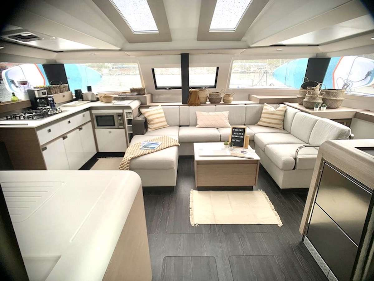 CHAMPAGNE yacht image # 2