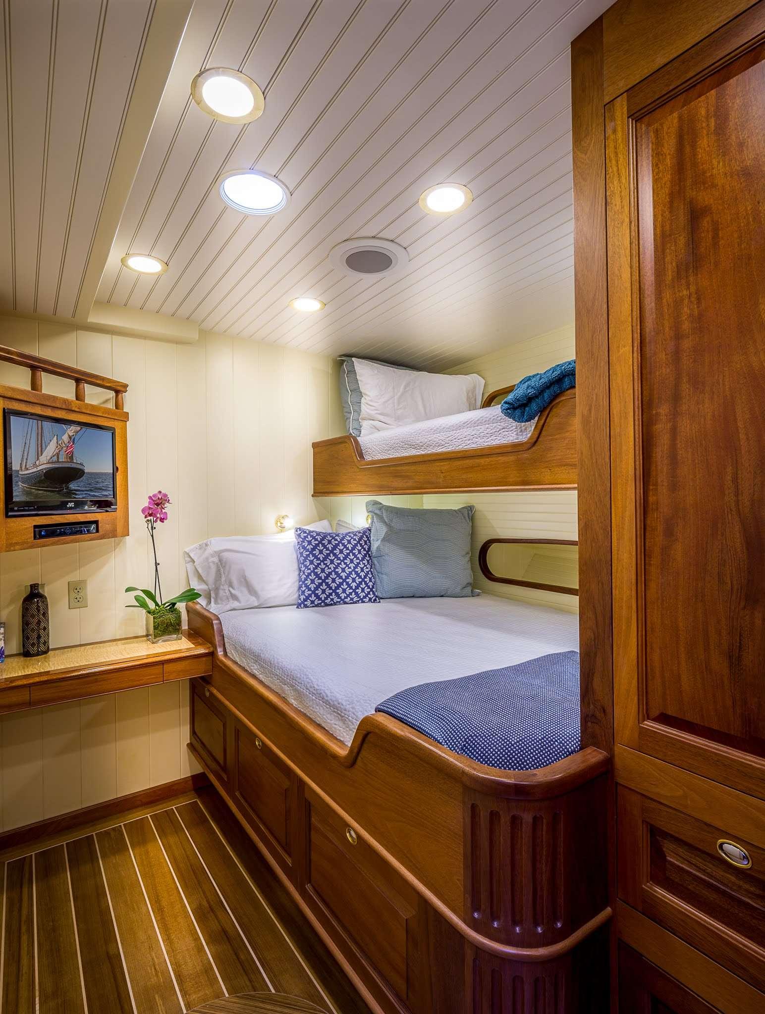 Image of Columbia yacht #7