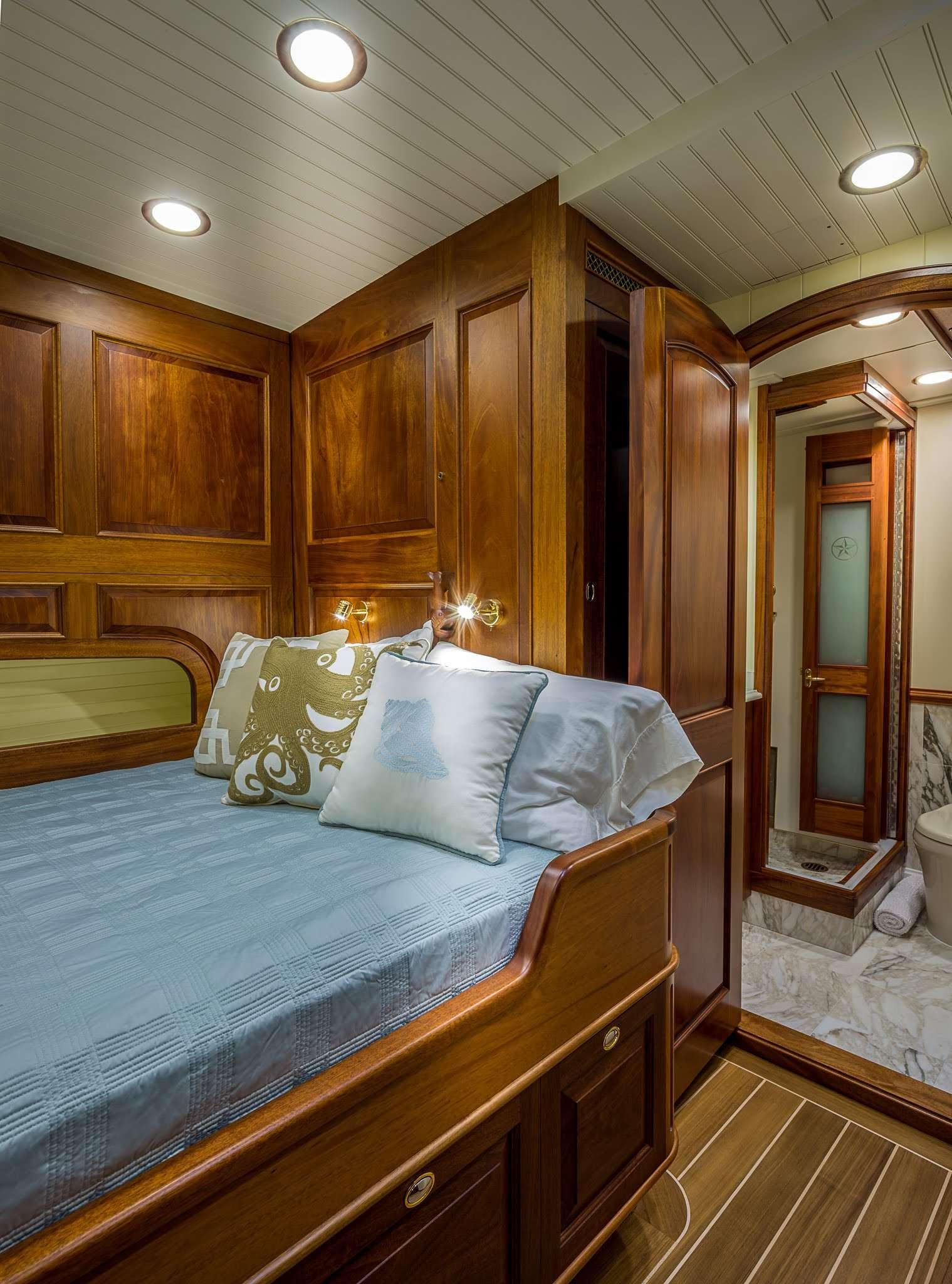 Image of Columbia yacht #8