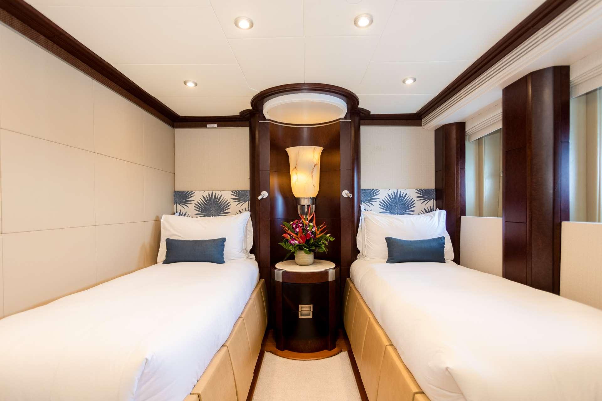 Image of DE LISLE III yacht #9