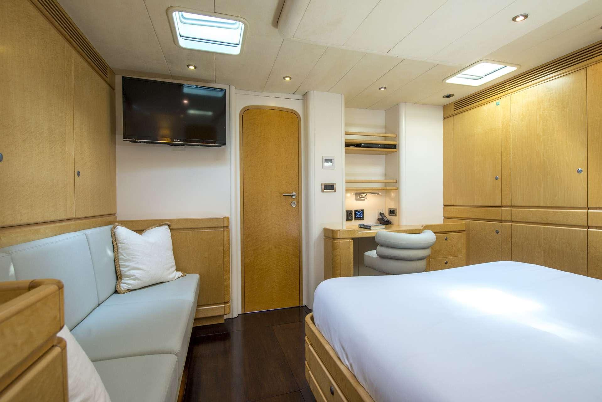 Image of LADY 8 yacht #12