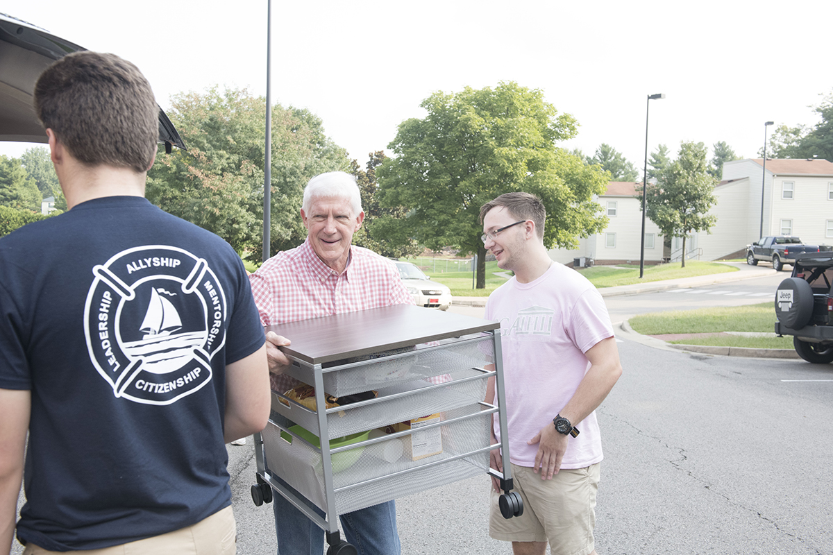 Faculty, staff and upperclassmen assist first-year students move their gear into residence halls on Centre's campus Aug. 22, 2018.
