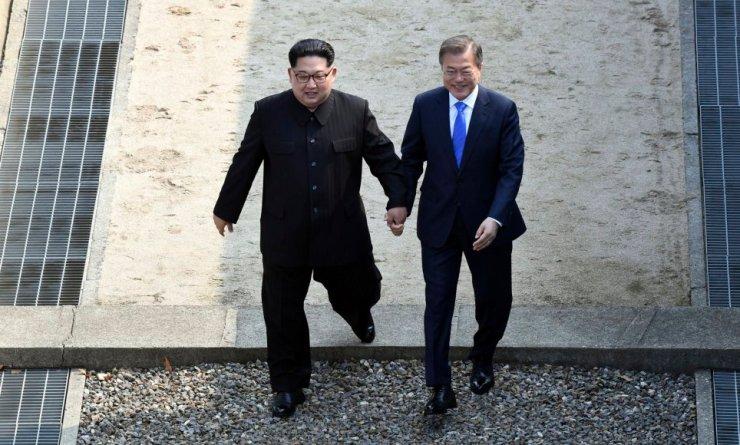 S. Korea president Moon Jae-in, N. Korean leader Kim Jong Un
