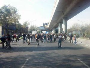 10:59 manifestación rumbo al aeropuerto de la Ciudad de México - Por Edgar Sánchez Punk