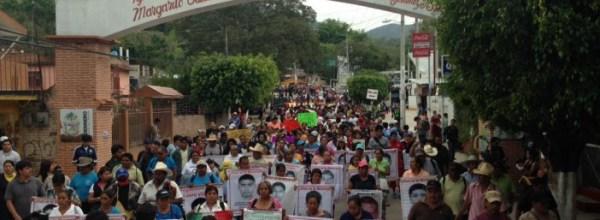 Denuncian estudiantes y familias de Ayotzinapa asedio militar en Tixtla