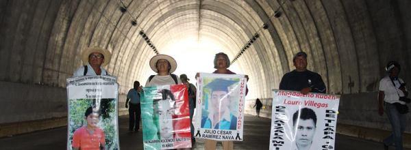Familiares de Ayotzinapa fijarán postura ante informe de la CNDH que apunta omisiones en investigación