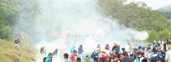 Ayotzinapa: 3 mil policías bloquean la carretera
