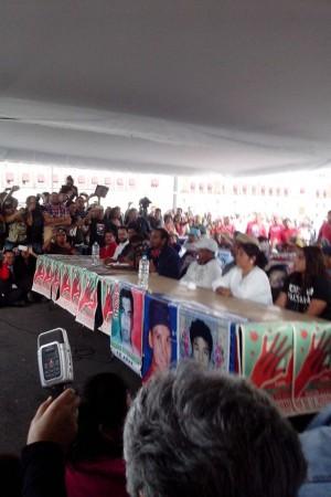20150924 Conferencia de prensa de Ayotzinapa tras reunión con Peña Nieto