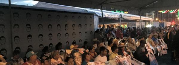 Madres y padres de Ayotzinapa inician 43 horas de huelga de hambre por los 43