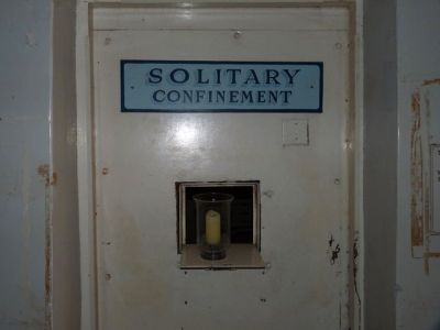 Solitary_confinement_unit_in_Pa-