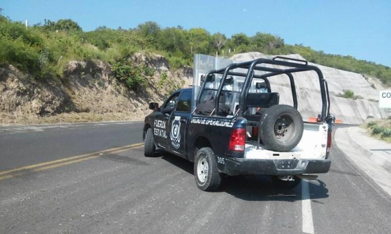 20151002 Policia bloquea salida de Tixtla 4