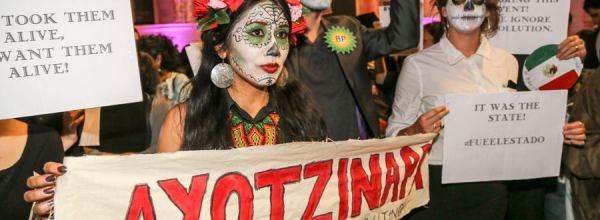 Video: Activistas irrumpen en el Día de Muertos en el Museo Británico #MXUK2015