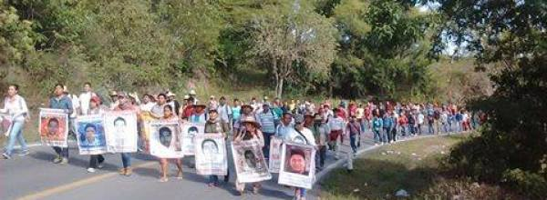 Padres, madres y estudiantes de Ayotzinapa se pronuncian tras represión del 11 de noviembre