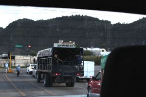 Camiones con antimotines patrullando SCLC