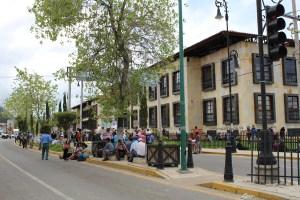 Cordón alrededor del nuevo palacio municipal tras la toma popular