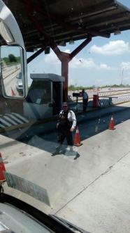Policias amagan a familiares de Ayotzi 05