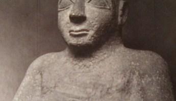 Orante Sumerio (c.2500 a.C), Fuente: Sumeria y el Paradigma Moderno, P. Azara/Fundación Joan Miró/Fundación BBVA.