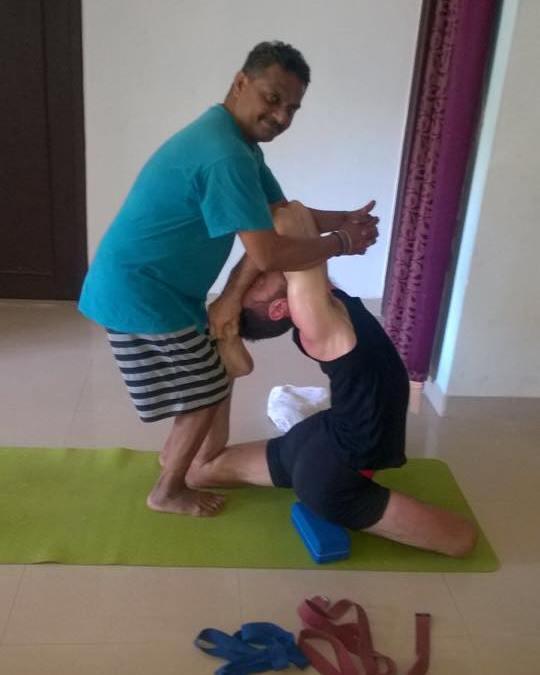 "Gli ""Adjustments"" nello Yoga"