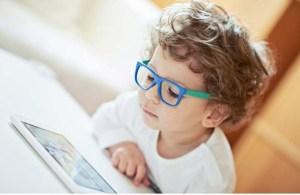 smartphone vista occhiali bambino