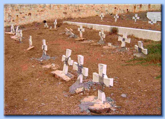 croci tombali distrutte