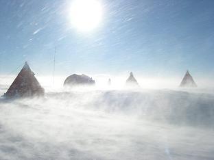 Tende, neve, vento