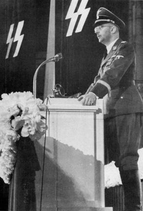 Heinrich Himmler (Monaco di Baviera, 7 ottobre 1900 – Lüneburg, 23 maggio 1945)