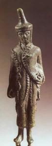 Statuetta di aruspice del IV sec. a.C. (Museo Gregoriano Etrusco, Città del Vaticano)