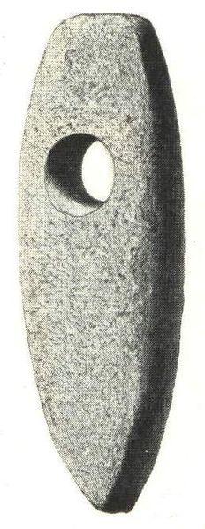 Ascia da battaglia. Gotland (Svezia). Fonte: Nordisk familjebok (1917), vol.26 Till art. Stenålder. I (via Wikipedia).