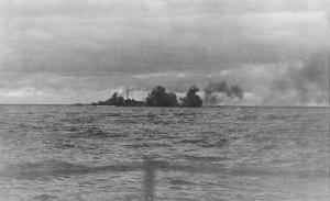 La Bismarck durante lo scontro con le unità inglesi.